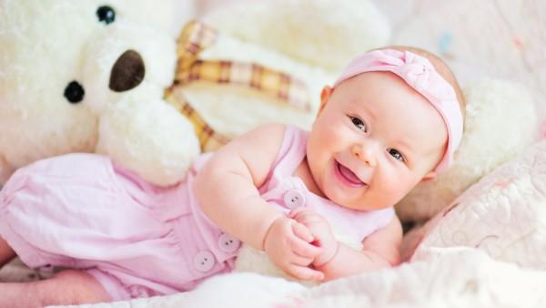 милый ребенок, плюшевый мишка, улыбка, девочка, повязка