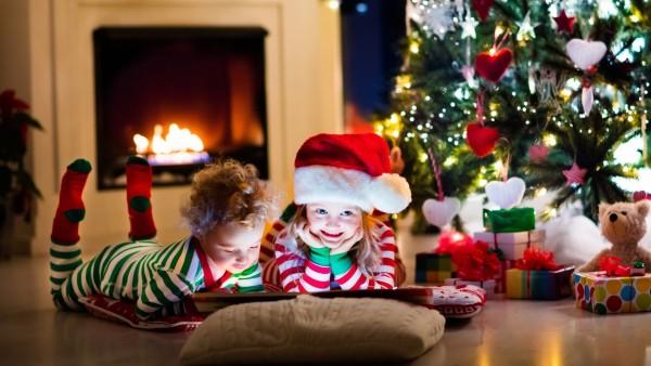 дети, гирлянда, Новый год, украшение, child, елка, toys, New Year, книга, gifts, игрушки, little, decoration, камин, Рождество