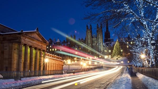 стоковые фотографии, снег, город, праздник, иллюминация, праздник, snowy traffic, ночь, trail, огни, lights, фотоэффект