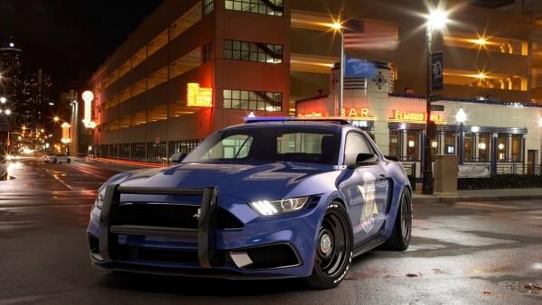 Полицейский автомобиль в ночном городе обои для стола