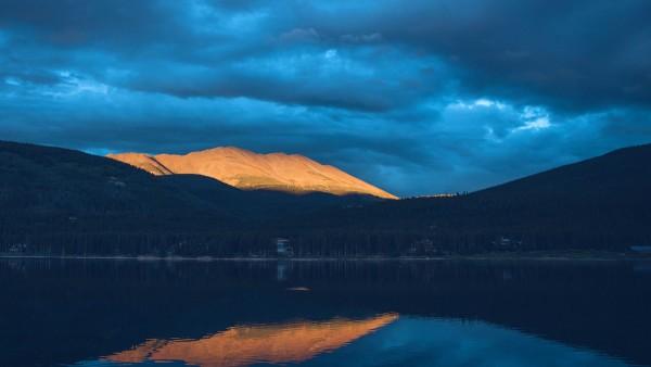 Красивое озеро закат горное озеро обои HD