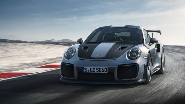 2018 Porsche 911 GT2 RS на гоночной трассе