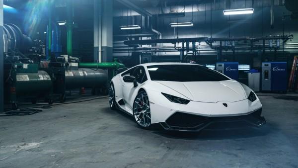 Белый Lamborghini Huracan фото