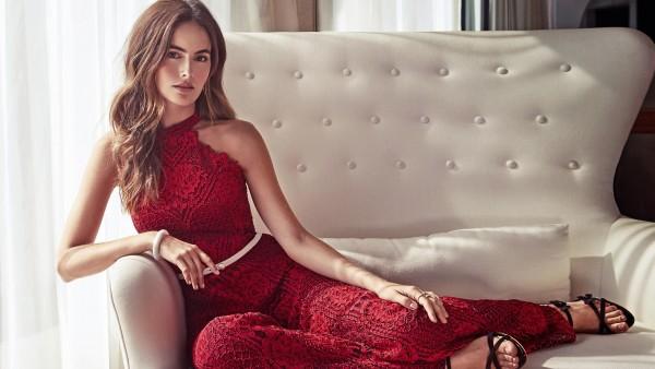 Камилла Белль в красном платье обои