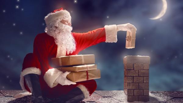 Санта Клаус кидает подарки через дымоход картинки