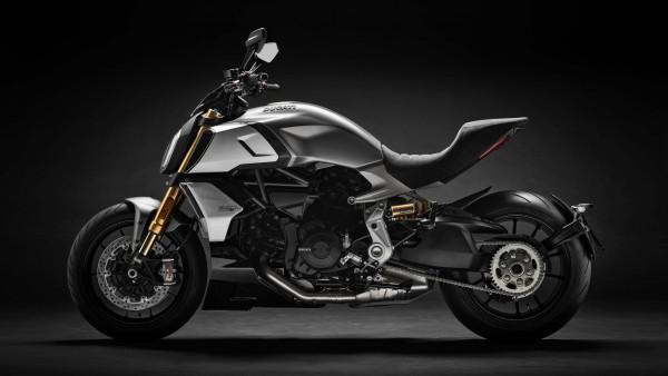 4K обои 2019 Ducati Diavel 1260 S