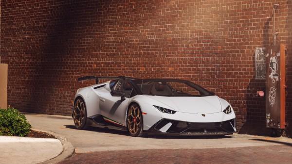 Lamborghini Huracan белая фото