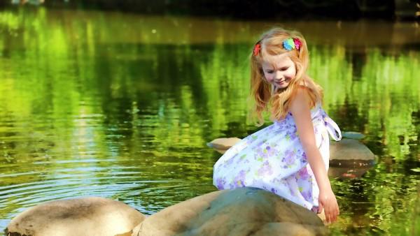 Малышка в платье,девочка, озеро, лето, настроение