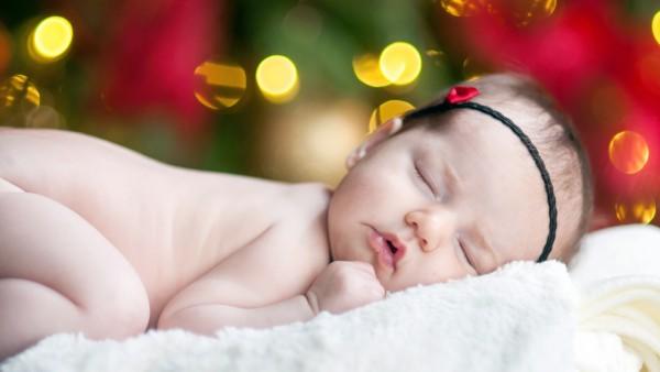 Обои маленького ребенка голенького спящего