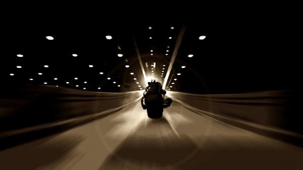 Мотоцикл Бэтмана темной ночью