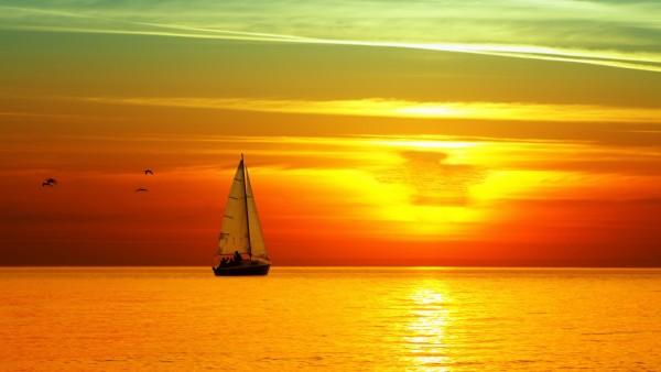 Оранжевый закат и море
