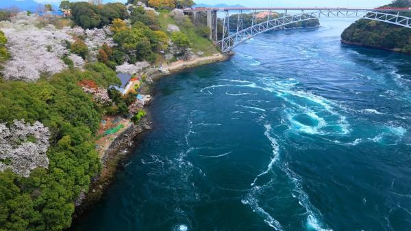 Замечательное фото бурного синего моря