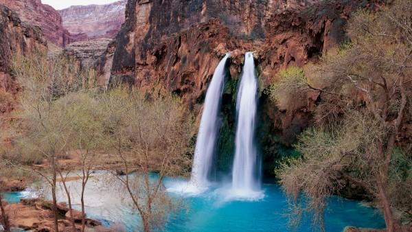 1920x1080 Невероятно красивый голубой водопад