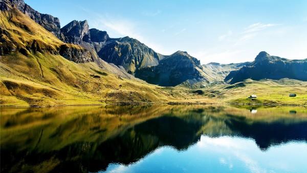 Горы и озеро картинки разрешением 2560x1600