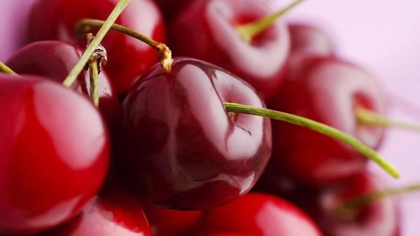 Заставка красной вишни