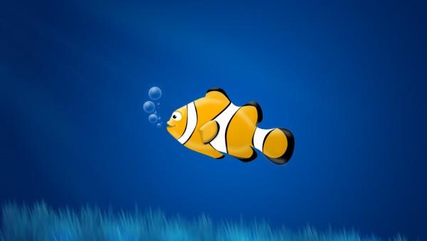 Желтая рыбка в море