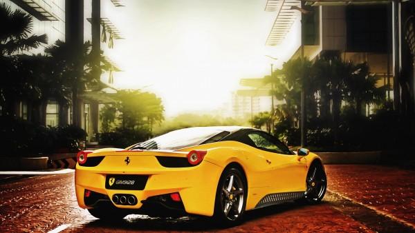 Шикарный желтый Ferrari