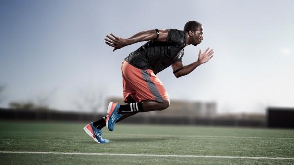 Чернокожий бегущий спортсмен
