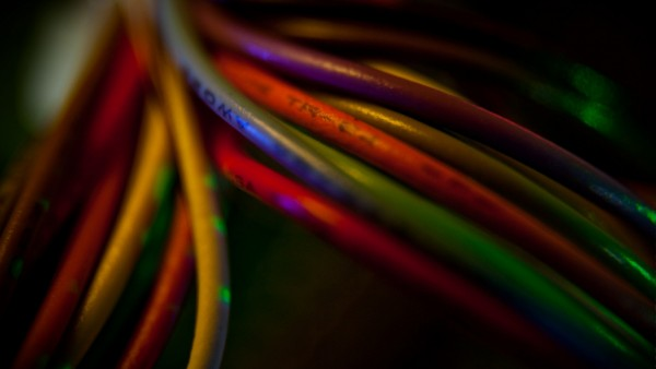 Разноцветные провода абстрактные обои hd скачать бесплатно