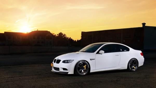 bmw m3 автомобиль белый на фоне заката обои hd
