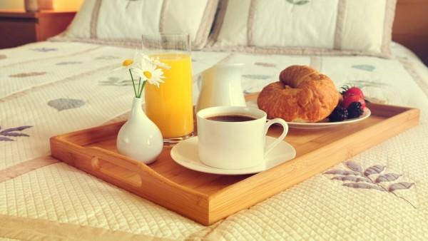 Завтрак в постель на подносе обои hd
