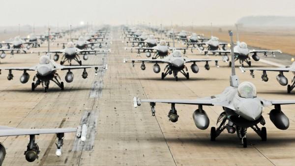 Истребители Ф-16 на базе картинки на рабочий стол