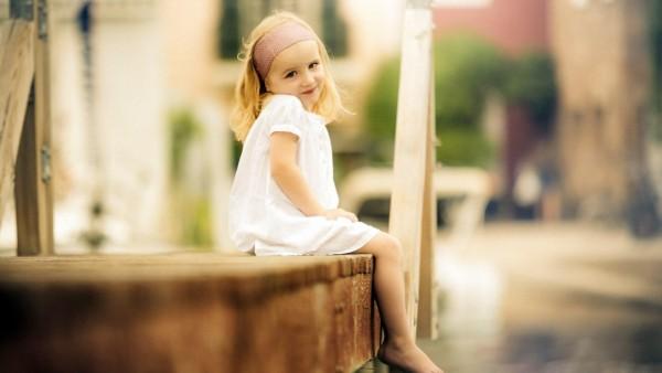 Милая маленькая девочка заставки на рабочий стол hd
