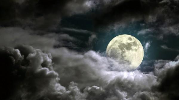 Луна на небе заставки на рабочий стол hd