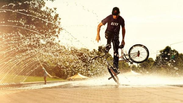 Sport bikes man boy water spray awesome wallpaper