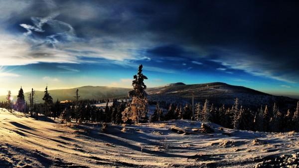 Высокие и снежные горы