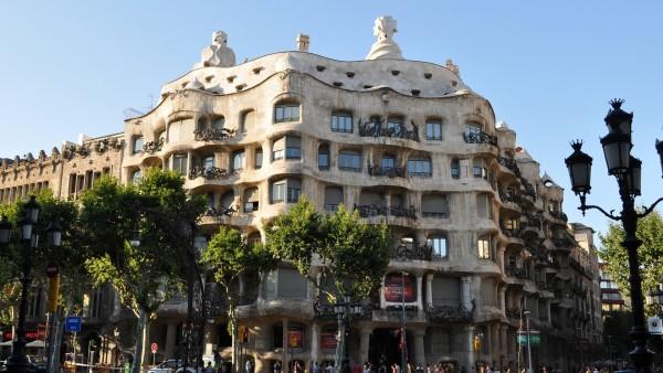 Дом Мила в Барселоне фото