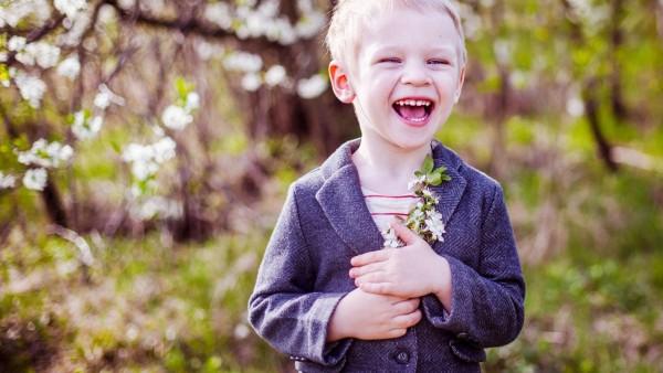 Маленький мальчик с улыбкой на лице картинки