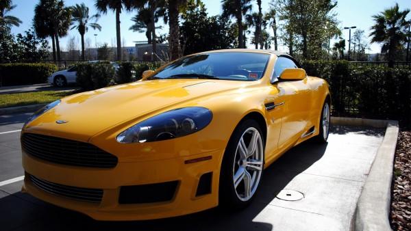 Желтый Астон Мартин автомобиль картинки для рабочего стола