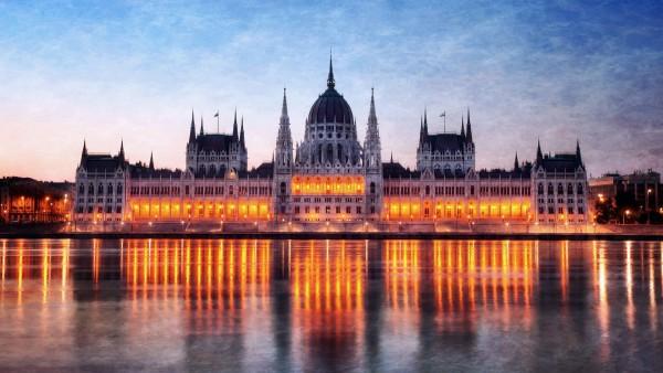 Фото в высоком качестве здания парламента в Будапеште