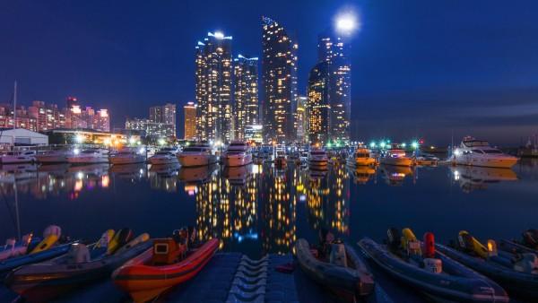 Ночь, городские здания, ночное небо, лодки, обои hd, бесплатно