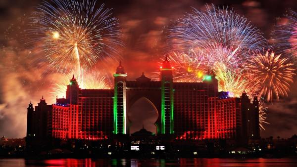 Широкоформатная картинка праздника в городе Дубаи