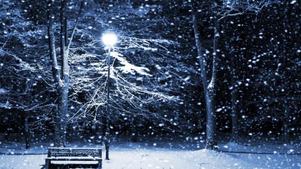 Тихая ночь с фонарными столбами картинки зимы на рабочий стол