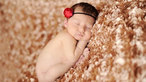 Маленький ребенок уснул
