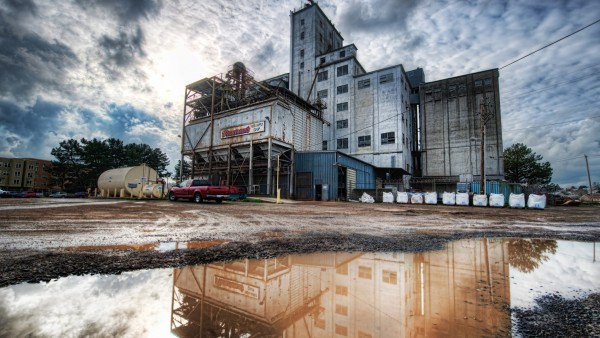 Широкоформатные обои старого завода на рабочий стол скачать