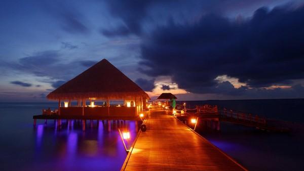 Мальдивские острова ночь, доки, фары, красиво и романтично, пейзажи, море, картинки