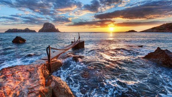 Широкоформатная обойка прекрасного расвета на берегу моря