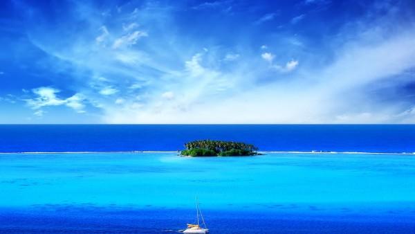Стильная заставка синего океан в котором расположен маленький остров