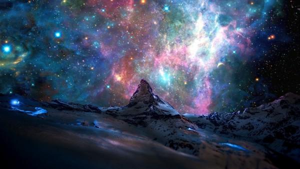 Картинка высоких гор и яркого космоса