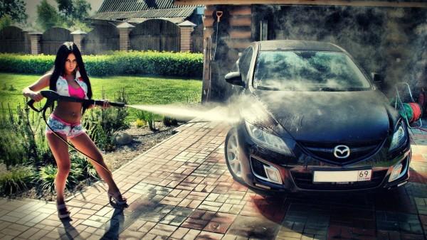 Обои Девушка моет Mazda 6