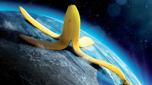 Прикольные обои Бананомэн, Кожура от банана на планете Земля обои скачать
