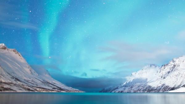Полярные горы, Северное сияние, обои для рабочего стола