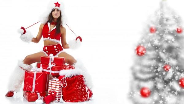 Красивая девушка в красной форме  снегурочки