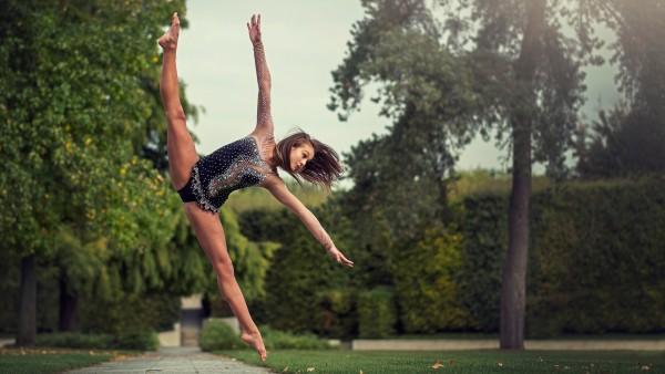 Samantha Ay, гимнастка, шпагат, па, прыжок, полёт, грация