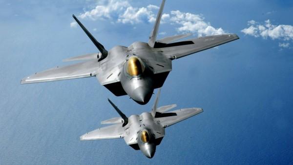 два истребителя, самолет