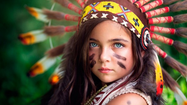 Маленькая девочка индеец